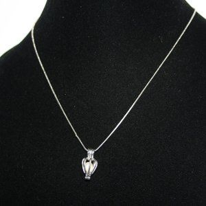 """Beautiful silver necklace with caged pearl 18"""""""